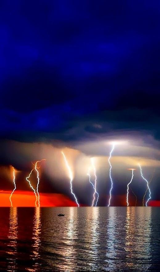 Gece-Yıldırımlar-Deniz-Lightning up the Night