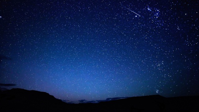 falling_star-night_sky_hd_wallpaper_1920x1080